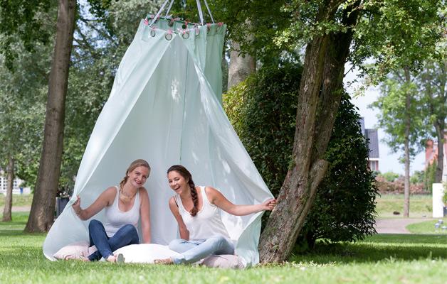 tuin-buiten-diy-decoratie-tent-zelfmaken-eenvoudig-sfeervol-buitenspelen