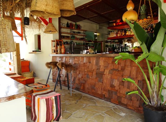 los Enamorados-Ibiza-hotspot-moderno hotel-new-Portinatx-linda revista-romero-la-White
